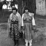 Maria Martinez, left, and her sister Anna Montoya, right. Photo by T. Harmon Parkhurst, Courtesy Palace of the Governors Photo Archives (NMHM/DCA), 003791.