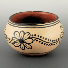 Melchor, Santana – Bowl with Flower Patterns