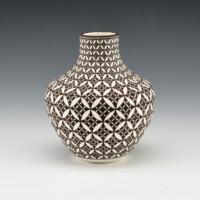 Lucario, Rebecca – Jar with Op-Art Yucca Leaf Design
