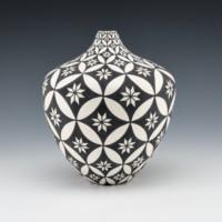 Torivio, Dorothy – Tall Jar with Star Pattern
