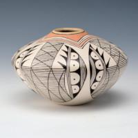 Naha, Rainy – Jar with Bat Wing Design