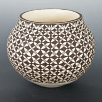 Lucario, Daniel – Jar with Star Design