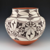 Patricio, Robert – Large Jar with Rain & Plant Designs