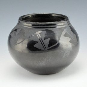 "Martinez, Maxamiliana ""Anna"" – Jar with Prayer Feather Design (1920's)"
