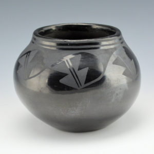 "Martinez, Maxamiliana ""Anna"" – Jar with Prayer Feather Design (1920's)"