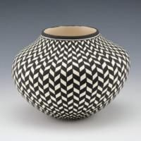 Estevan, Paula – Basket Weave Design Jar