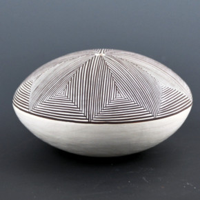 Lewis, Sharon – Fine-Line Star Pattern Seedpot