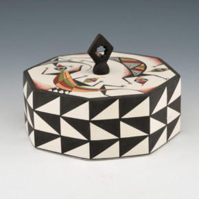 Natseway, Charmae – Lidded Octagonal Seedpot with Lizards