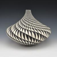 Torivio, Dorothy – Large Jar with Spiral Design