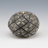 Torivio, Katherine – Mini Seedpot with Star Pattern