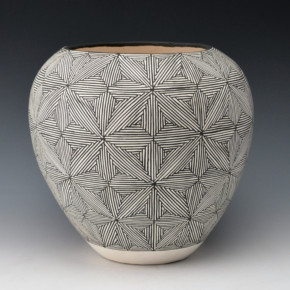 Malie, Dean & Rita – Bowl with Fine Line Star Pattern