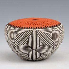 Keene, Adrianne – Corrugated Seedpot with Fine Line Star