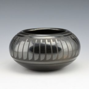 Blue Corn – Bowl with Feather Pattern