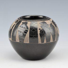 """Garcia, Gloria """"Golden Rod"""" – Bowl with Pueblo Figures in Blankets"""