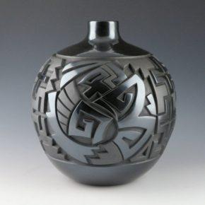 Begay, Daniel – Large Jar with Yei Figures & Stars