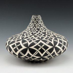 Torivio, Dorothy – Large Long Neck Jar with Yucca Designs