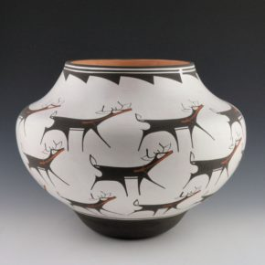 Peynetsa, Anderson – Jar with 24 Heartline Deer