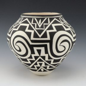 Victorino, Katherine – Jar with Tularosa Design