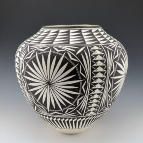 Victorino, Katherine – Large Olla with Starburst Pattern