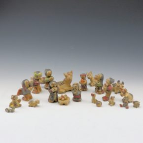 Gutierrez, Margaret & Luther – Nativity Set – 22 pieces (1977)