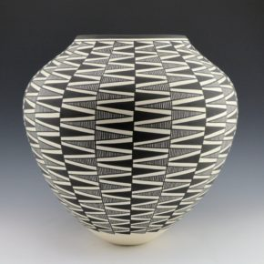 Victorino, Katherine – Large Jar with Zig Zag Designs