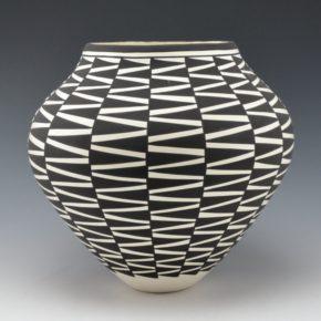 Victorino, Katherine – Jar with Zig Zag Design