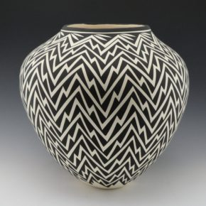 Victorino, Katherine – Large Jar with Lightning Pattern