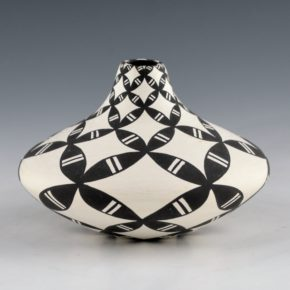 Torivio, Dorothy – Long Neck Jar with Yucca Design