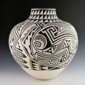 Chino, Grace – Large Jar with Geometric Designs (1989)