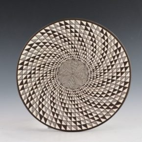 "Lucario, Rebecca – Plate with ""Op-Art"" Spiral Star Design"