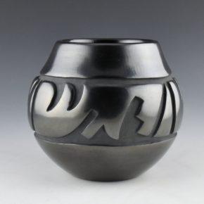Tafoya, LuAnn – Jar with Lightning and Rain Desings