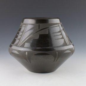 Dunlap, Carmelita – Wide Shoulder Jar with Rain Patterns (1980's)