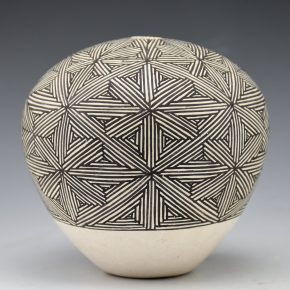 Chino, Grace – Seedpot with Fine Line Star Pattern (1970's)