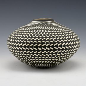 Estevan, Paula – Wide Basket Weave Design Jar