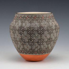 Lucario, Rebecca – Fine-Line and Snow Pattern Jar
