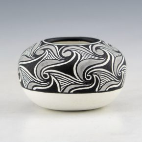Niadi – Wide Mini Bowl with Cloud Swirls