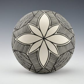 Davis, Titus – Seedpot with Flower Design