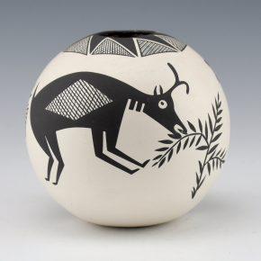 Natseway, Charmae –  Seedpot with Bear and Antelope (1980)