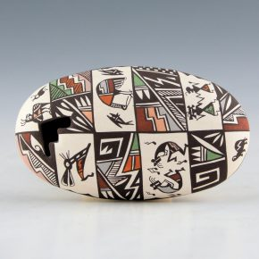 Lewis-Garcia, Diane – Oval Seedpot with Mimbres Animals and Figures
