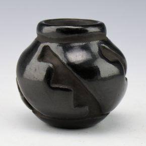 Gutierrez, Dorothy & Paul, Sr. – Jar with Carved Lightning Design