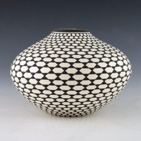 Estevan, Paula – Wide Jar with Star Pattern