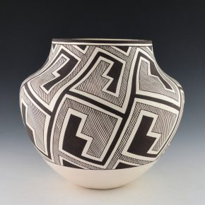 Patricio, Robert – Water Jar with Lightning Designs