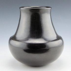 Garcia, Virginia – Black Water Jar (1990)