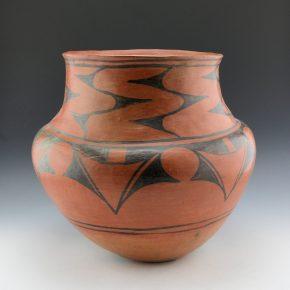 Pino-Martinez, Dominguita – Black-on-Red Jar (ca 1915)