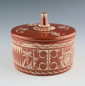Curran, Dolores – Round Box with Polished Lid and Dragonfly Designs