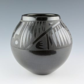 Gutierrez, Margaret Lou – Large Jar with Feather and Hatchwork Designs (1990's)