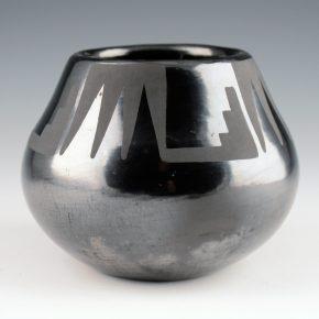 """Martinez, Maria   – Jar with Mountain Designs """"Maria Popovi"""" (1956-9)"""